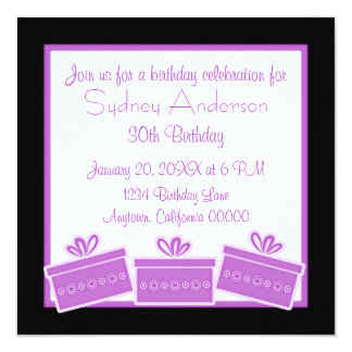 Stilfull presenterfödelsedagsfestinbjudan, lila fyrkantigt 13,3 cm inbjudningskort