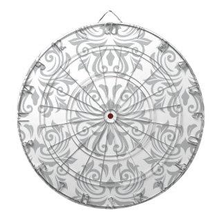 Stilfullt utsmyckat ljust - damastast mönster för  piltavla