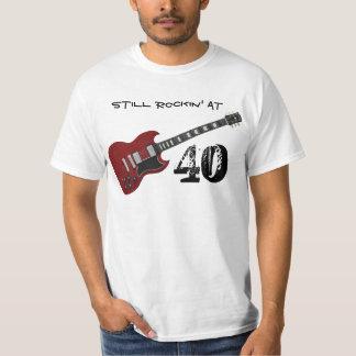 Stilla Rockin på 40, röd & svart gitarr T Shirt