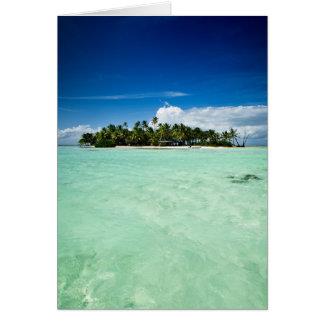 Stillahavs- ö med palmträdhälsningkortet hälsningskort