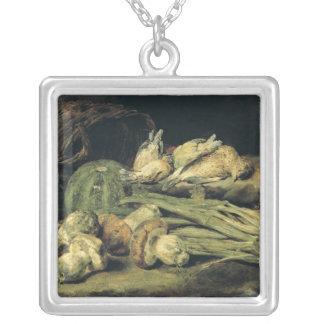 Stilleben med champinjoner silverpläterat halsband