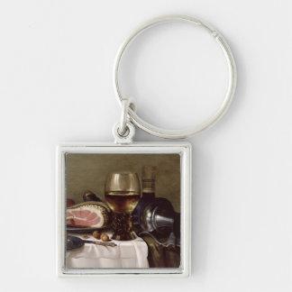 Stilleben med skinka 2 fyrkantig silverfärgad nyckelring