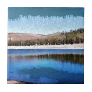 Stillsam sjö och underbart landskap kakelplatta