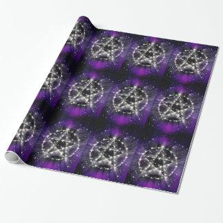 Stjärnor och pentagram som slår in papper presentpapper
