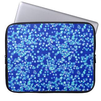 Stjärnor skuggar av blek - slösa mot mörk - blått laptop fodral