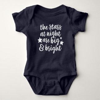 Stjärnorna på bodysuiten för nattTexas baby Tee Shirt
