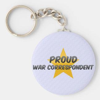 Stolt krigkorrespondent nyckel ringar