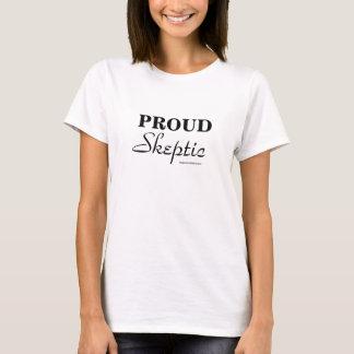 Stolt skeptikerkvinna svart för snitt på vit tee shirts