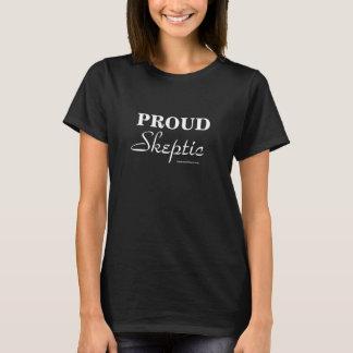 Stolt skeptikerkvinna vit för snitt på svart tee shirt