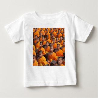 Stor grupp av att meditera munkar tee shirt