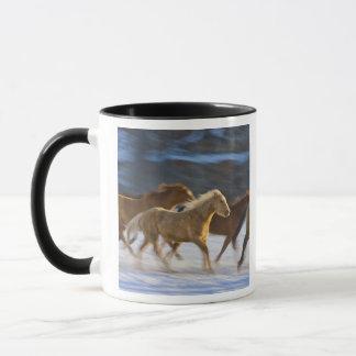 Stora Hornberg, hästar som är rinnande i snön 2 Mugg