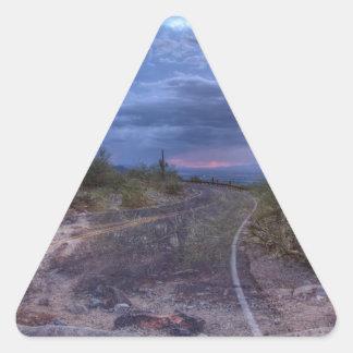Stormig väg triangelformat klistermärke