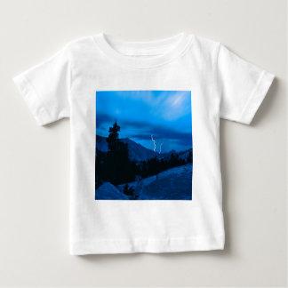 Stormigt väder Yosemite för himmel T-shirts