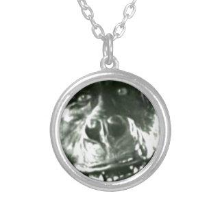 Stort apaansikte silverpläterat halsband