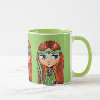 Stort öga Hippieflicka i grönt med fredsteckenet Mugg