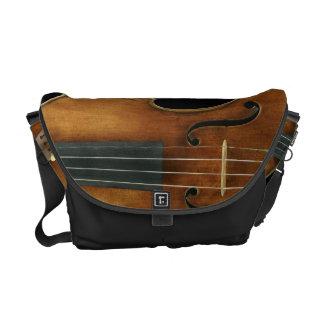 Stradivari reproducerade på kurir väska