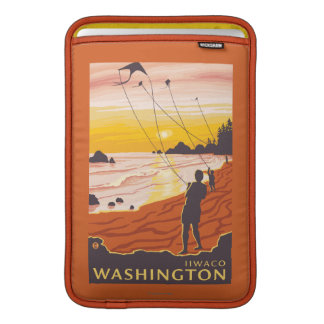 Strand & drakar - Ilwaco, Washington MacBook Air Sleeve