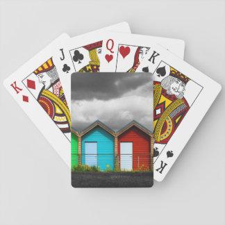 Strandkojor som leker kort spelkort