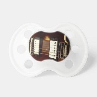 stränger överbryggar den bruna elkraften för gitar napp