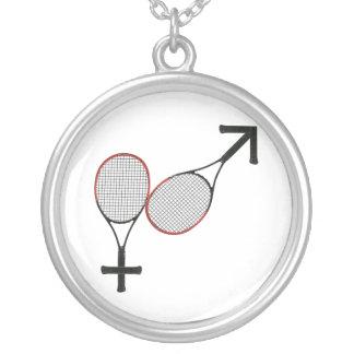 Striden av könsbestämmer tennis silverpläterat halsband