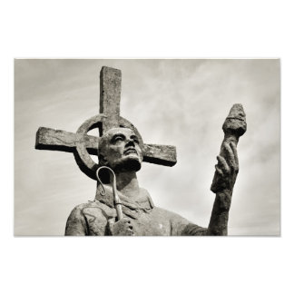 Sts Cuthbert staty - Lindisfarne - helig ö Fototryck