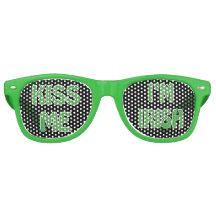 Sts Patrick dag kysser mig I-förmiddagen som det Solglasögon