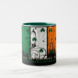 Sts Patrick dagmugg med irländska färger Två-Tonad Mugg