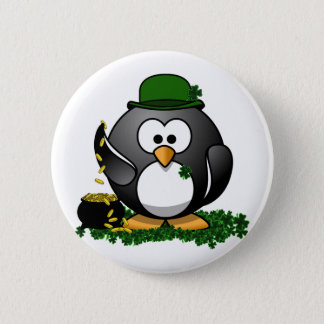 Sts Patrick lycklig pingvin för dag med krukan av Standard Knapp Rund 5.7 Cm