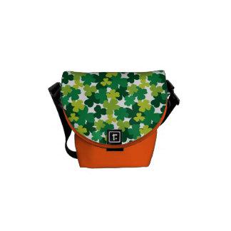 Sts Patrick mönster för dagShamrock Kurir Väskor