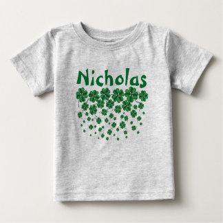Sts Patrick namn för dagpersonlig med shamrocks Tee Shirt