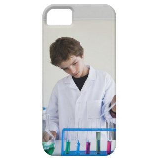 Student som gör vetenskapsexperiment 4 iPhone 5 hud