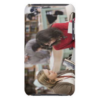 Studenten som talar till bibliotekarien skolar in, Case-Mate iPod touch case