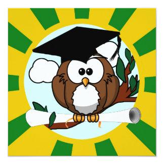 Studentenugglan med grönt och guld skolar färger fyrkantigt 13,3 cm inbjudningskort