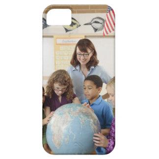 studenter och lärare med jordklotet iPhone 5 Case-Mate fodraler