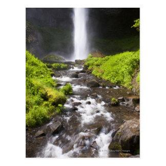 Suddig vattenfall och flod vykort