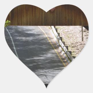 Sula överbryggar hjärtformat klistermärke