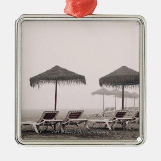 Sunbeds och paraply på den Playamar stranden Julgransprydnad Metall