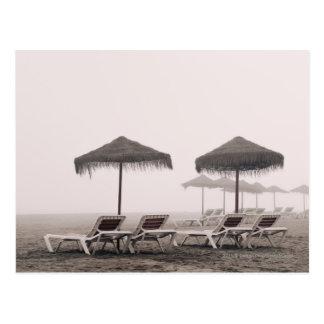 Sunbeds och paraply på den Playamar stranden Vykort