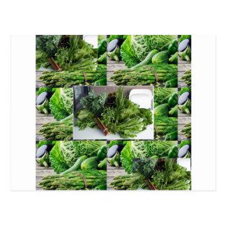 Sund grön lövrik cuisine för grönsaksalladkockar vykort