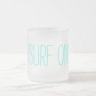 """""""Surfa på"""" den frostade kaffemuggen Frostad Glasmugg"""