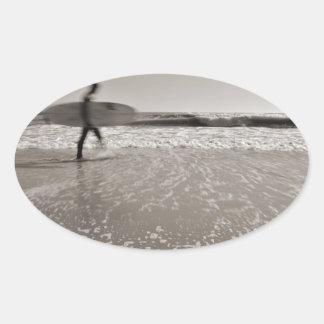 Surfare av Shirley Taylor Ovalt Klistermärke