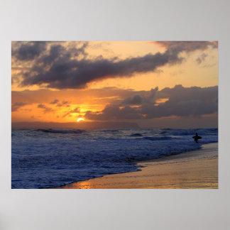 Surfare på solnedgången på den Kauai stranden, Poster