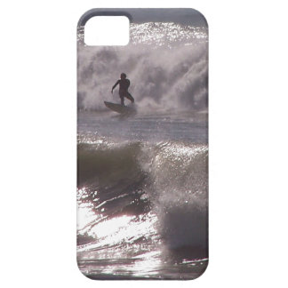 Surfare som surfar det vinkara havet Kalifornien iPhone 5 Case-Mate Skal