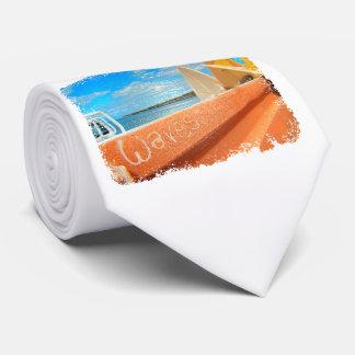 Surfasurfingbrädan vinkar surfa blåttorangen slips
