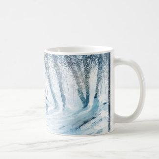 Surr i vinter landskap vit mugg