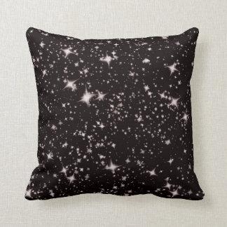 svart bakgrund med stjärnor kudder kudde