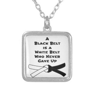 Svart bälte silverpläterat halsband