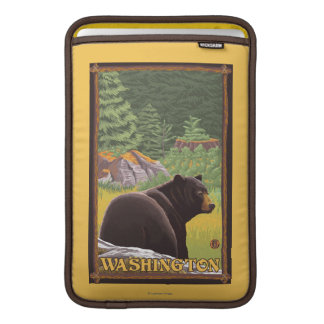 Svart björn i skogen - Washington MacBook Air Sleeve