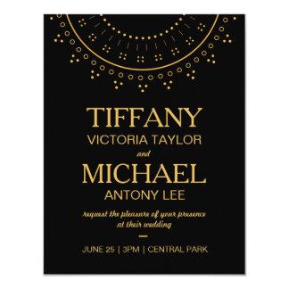 Svart bröllopinbjudan med guld- bokstäver 10,8 x 14 cm inbjudningskort