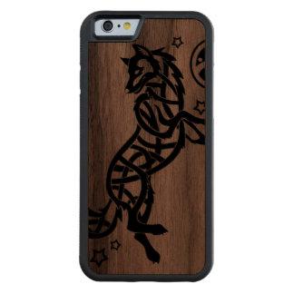 Svart Celtic stam- varg Carved Valnöt iPhone 6 Bumper Skal